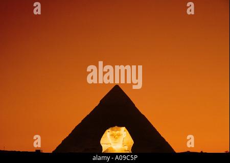 Sphinx und Pyramide Son Et Lumiere im Sonnenuntergang Kairo Ägypten - Stockfoto
