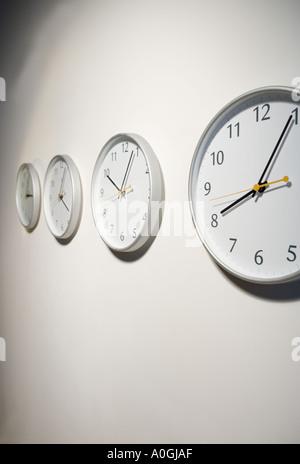 zeitzonen uhren auf weltkarte stockfoto bild 23948022 alamy. Black Bedroom Furniture Sets. Home Design Ideas