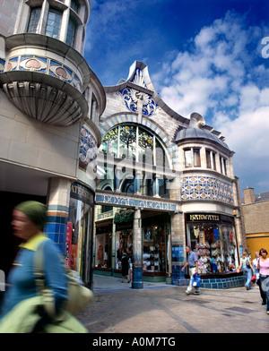Der Eingang in die Royal Arcade Shopping Mall, Innenstadt von Norwich, Norfolk. - Stockfoto