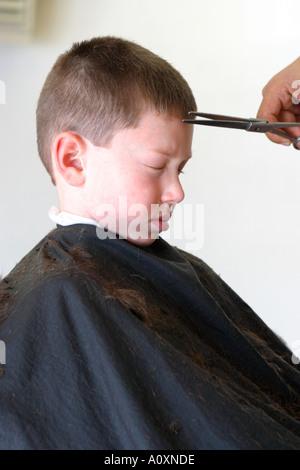 Junge, Haare schneiden Modell veröffentlicht - Stockfoto