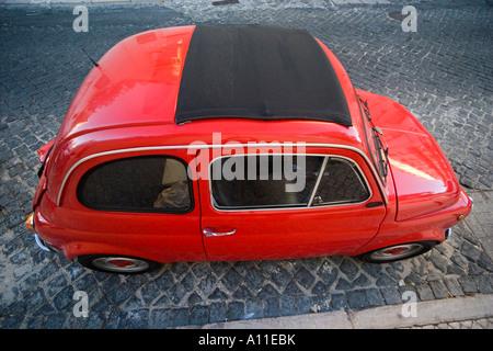 Die roten FIAT ABARTH 595 (Lissabon - Portugal). FIAT 500 Rouge de Version ABARTH 595 (Lissabon - Portugal). - Stockfoto