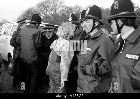 Peace Camp Frau s Demonstration gegen amerikanische Militärflugzeug Basis Greenham Common Berkshire 1983 - Stockfoto