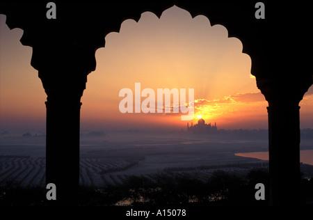 Sonnenaufgang über dem Taj Mahal, Agra Indien - Stockfoto