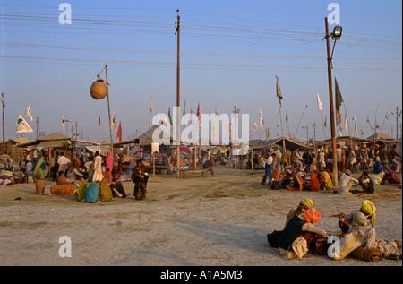 Bereich der Pandas (Brahmanen Priester), die Identifikation mit Fahnen, Maha Kumbh Mela 2001, Allahabad, Uttar Pradesh, - Stockfoto