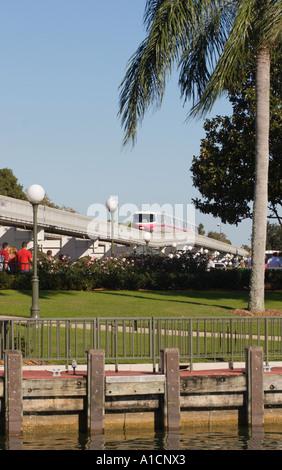 Einschienenbahn in Magic Kingdom in Disney World in Lake Buena Vista, Florida USA - Stockfoto