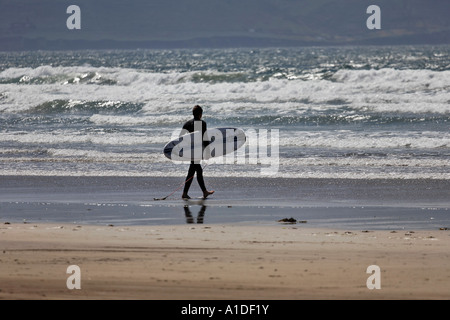 Surfer am Strand Inch, Kerry, Dingle Halbinsel, Irland - Stockfoto