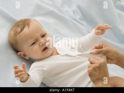 Baby als gekleidet, Weinen - Stockfoto
