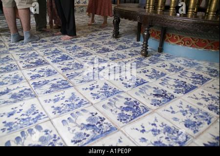 Original alte Fliese auf dem Boden der alten Synagoge in Fort Cochin Kerala - Stockfoto