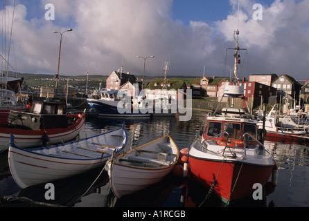 Traditionellen Doppel endete Angelboote/Fischerboote in Torshavn Hafen die Hauptstadt des Faroes Färöer Inseln-Dänemark - Stockfoto