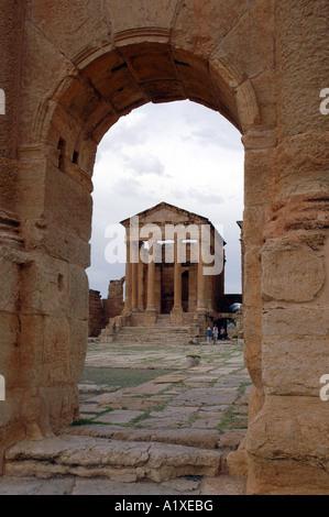 Tempel der Minerva auf dem großen Forum in römischen Antike Sufetula, heute bekannt als Sbeitla, Tunesien. Blick - Stockfoto