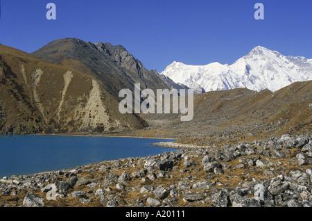 Longpanga See mit Seitenmoräne auf der rechten Seite in das Gokyo-Tal im Khumbu Himal in Nepal Asien J grün - Stockfoto