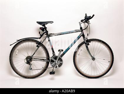 ein Mountainbike auf einfachen weißen Hintergrund - Stockfoto