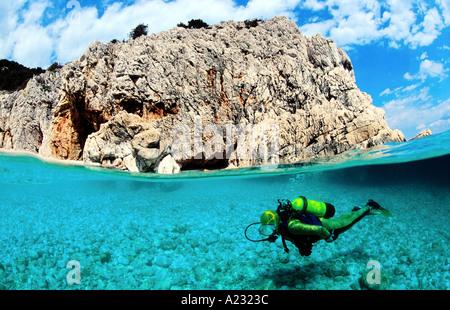 Taucher im Mittelmeer split-Bild - Stockfoto