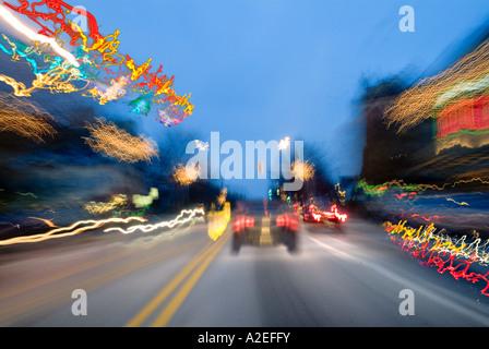 Autos durch die Stadt Philadelphia USA beschleunigen - Stockfoto