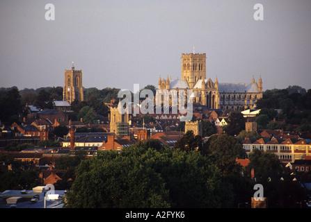 Teil der Norwich City Skyline von katholischen St. Johns Co-Kathedrale dominiert - Stockfoto