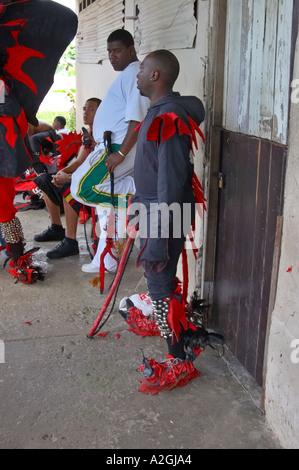 Kongo Kultur Männer posieren für die Kamera auf der Bi Jahrestagung von Teufeln und Congos Portobello Colon Panama - Stockfoto