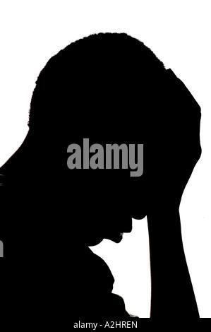 Silhouette eines jungen afrikanischen amerikanischen Kind mit Hand auf seinen Kopf auf einem weißen Hintergrund - Stockfoto