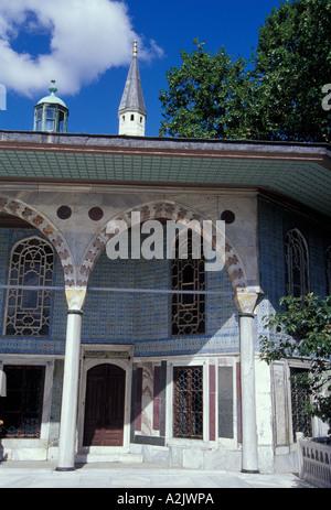 Europa, Türkei, Istanbul, Topkapi-Palast (aka Topkapi Sarayi), berühmten Iznik-Kacheln auf Palastmauern - Stockfoto