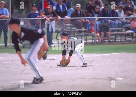 Little League Baseball-Spieler spielen ein Spiel Hardball - Stockfoto