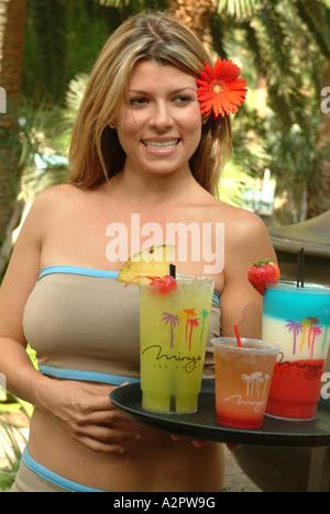 NMR-Getränke sind für Hotelgäste im Mirage Hotel & Casino gebracht. - Stockfoto