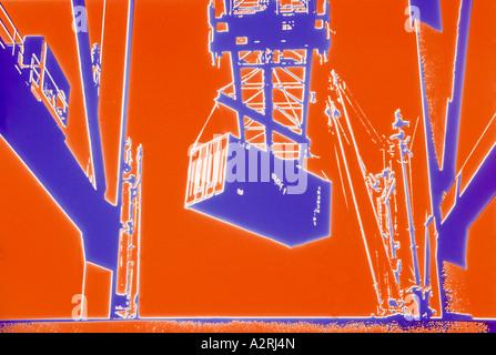 Komplementärfarben / Farben - Orange und lila surreale Abstract des Containers Verladeanlage, experimentelle Fotografie - Stockfoto