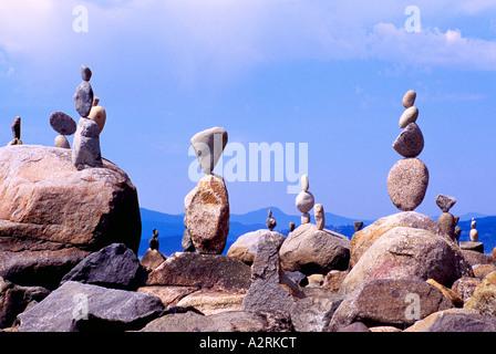 Viele Felsen ausgeglichen bis zur Perfektion - Balance-Konzept - Stockfoto