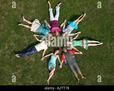Freunde schlafen Hand in Hand - Stockfoto
