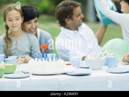 Familie mit Outdoor-Geburtstags-party - Stockfoto