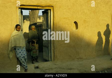 muslimische Frauen in der Nähe von Alligarth Zentrum des Islam Nordindien - Stockfoto