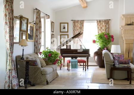 wohnzimmer mit klavier stockfoto bild 60003969 alamy. Black Bedroom Furniture Sets. Home Design Ideas