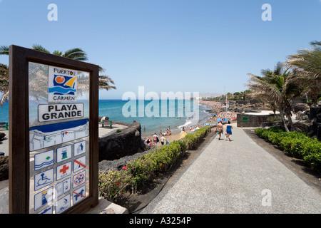 Hauptstrand und Promenade (Playa Grande), Puerto del Carmen, Lanzarote, Kanarische Inseln, Spanien - Stockfoto