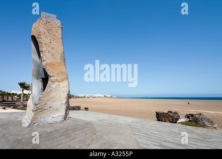 Promenade und Playa de Los Pocillos, Puerto del Carmen, Lanzarote, Kanarische Inseln, Spanien - Stockfoto
