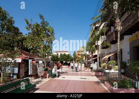 Geschäfte und Fußgängerzone in der Stadt-Zentrum, Puerto De La Cruz, Teneriffa, Kanarische Inseln, Spanien - Stockfoto