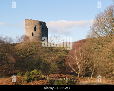"13. Jahrhundert Schloss DOLBADARN auf hohen Felsvorsprung Snowdonia ""Nationalpark"" Llanberis Gwynedd North Wales - Stockfoto"