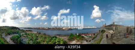 Havana Habana Cuba Havanna Kuba Landschaft mit Blick auf Estrecho De La Florida an einem sonnigen Tag Panorama Panorama - Stockfoto