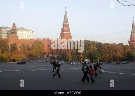 September Wochenende in Moskau noch weit davon entfernt, ruhig Jeder ist im Berufsverkehr in der Innenstadt von - Stockfoto