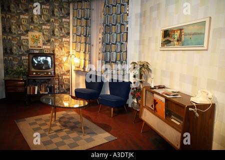 Reproduktion eines typischen west-deutschen Wohnzimmer aus den 50er Jahren in der Ausstellung die Geschichte von - Stockfoto