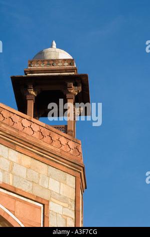 Niedrigen Winkel Blick auf einen Wachturm in einem Grab, Humayun-Mausoleum, New Delhi, Indien - Stockfoto