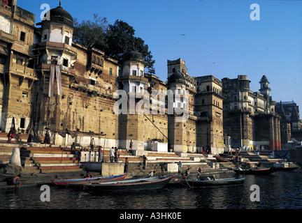 religiöse Baden am Ghat Ganga Fluss Stadt Varanasi Bundesstaat Uttar Pradesh, Indien - Stockfoto