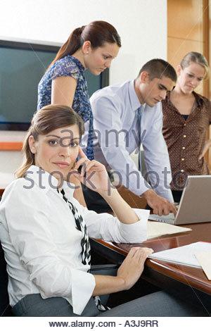 Kollegen zusammen arbeiten - Stockfoto