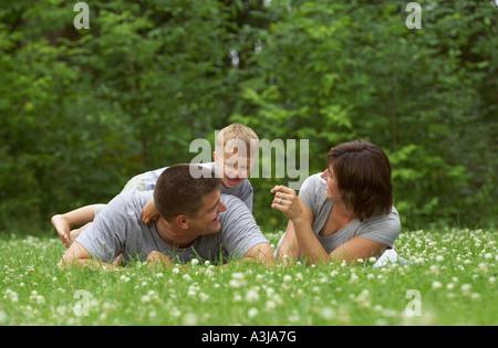 Familie, spielen im freien - Stockfoto