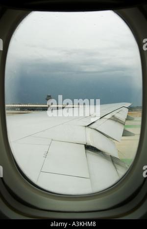 Ein Passagier Blick Auf Ein Flugzeug Fenster Außerhalb Tageslicht
