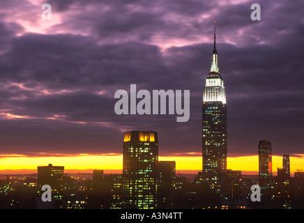 Skyline von New York Empire State Building sunset New York City NYC USA - Stockfoto