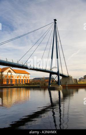 Fußgänger Fußgängerbrücke über den Fluss Tees Stockton Middlesbrough Teesside UK - Stockfoto