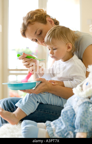 optimale Fütterung Kleinkind Mädchen - Stockfoto