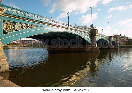 Suche entlang Trent Bridge von Victoria Embankment in Richtung West Bridgford - Stockfoto