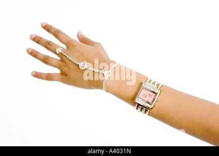 getragen von jungen asiatischen / indischen Frau Schmuck - Stockfoto