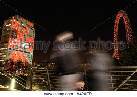 Gedenktag Mohn Projektion auf Shell Centre London 11. November 2004 UK - Stockfoto