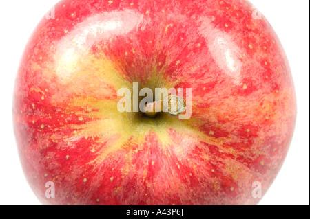Roter Apfel-Makro von oben isoliert auf weißen Teil eines Satzes betrachtet - Stockfoto
