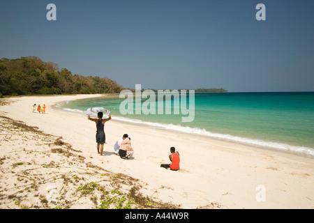 Indien-Andamanen und Nikobaren North Andaman Island Diglipur Smith Island Beach moslemischen Besucher - Stockfoto